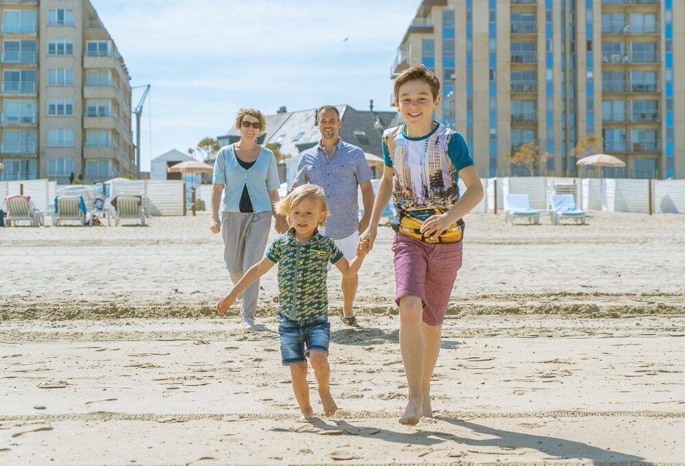 Gezin op het strand in Blankenberge