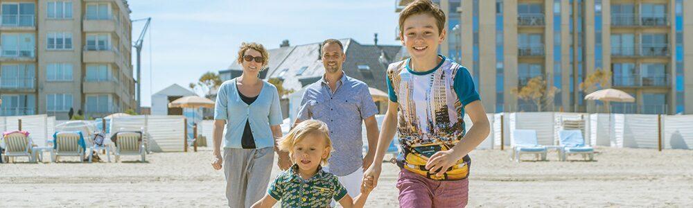 Familie op het strand in Blankenberge