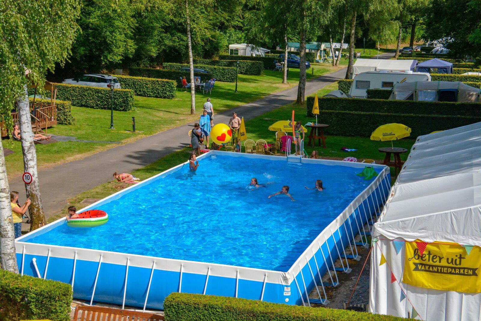 Zwembad Walsdorf met kinderen vanaf dak