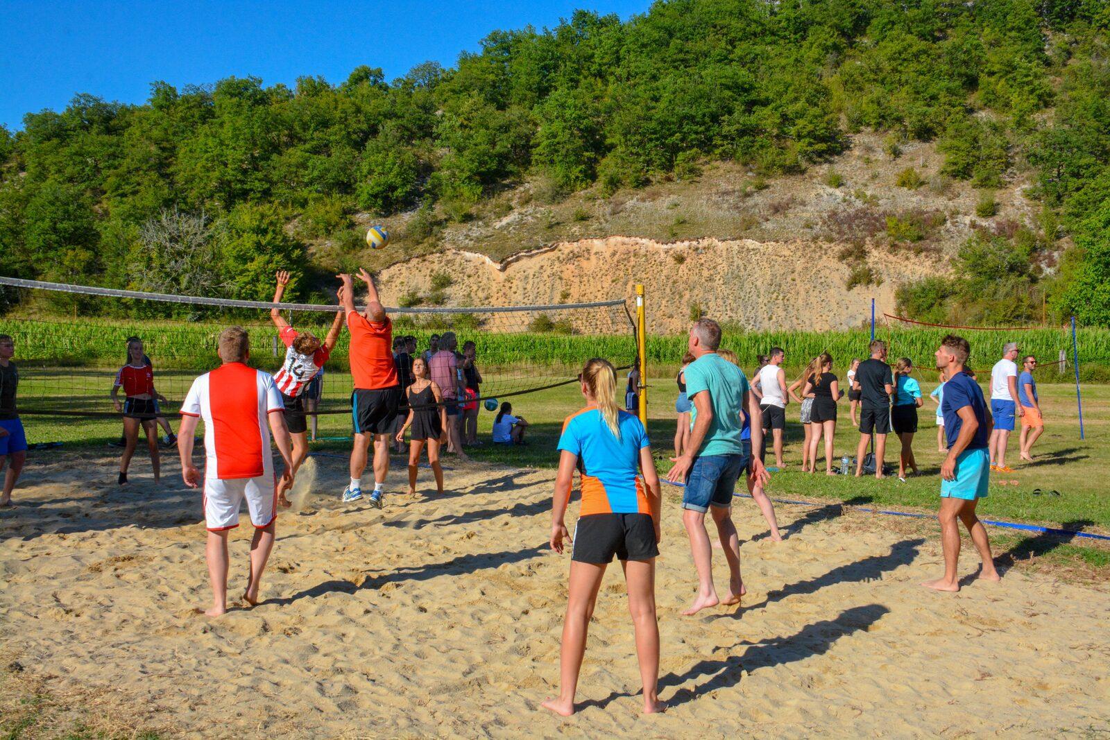 Volleybaltournooi op La Draille Beter Uit vakantiepark
