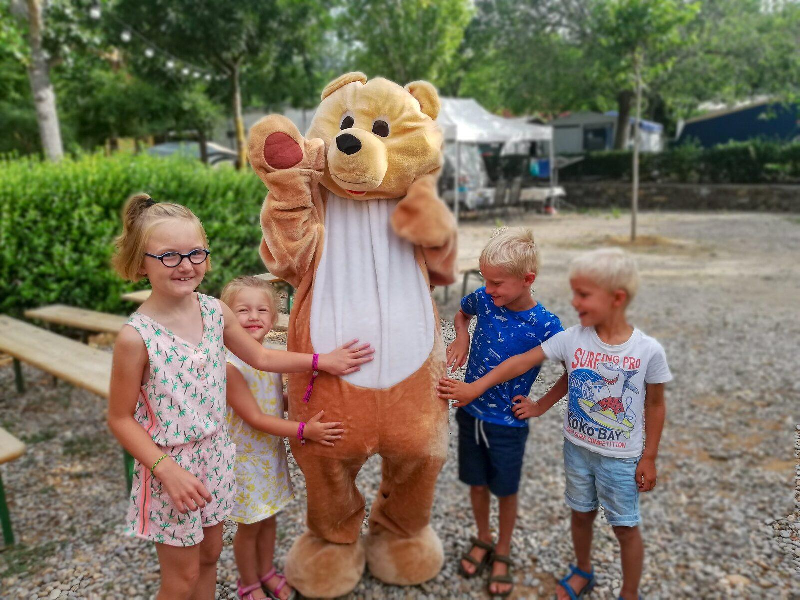 Kinderen met BUR de beer