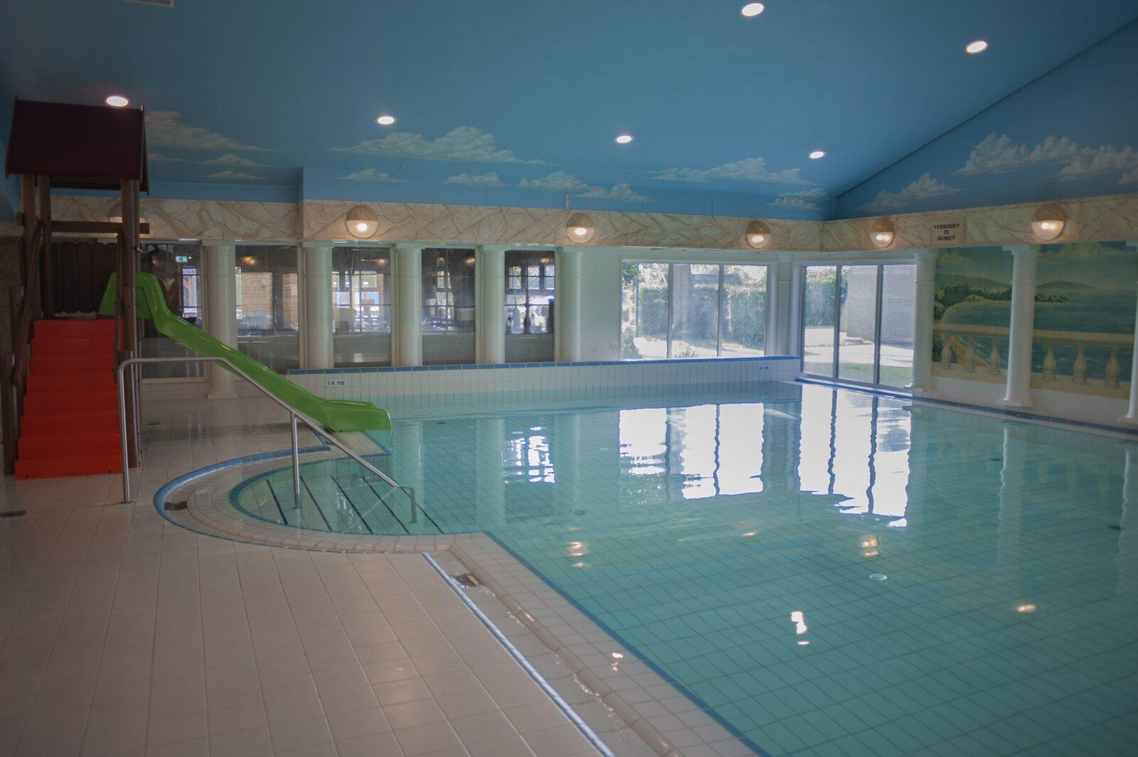 Binnenzwembad op De Boshoek