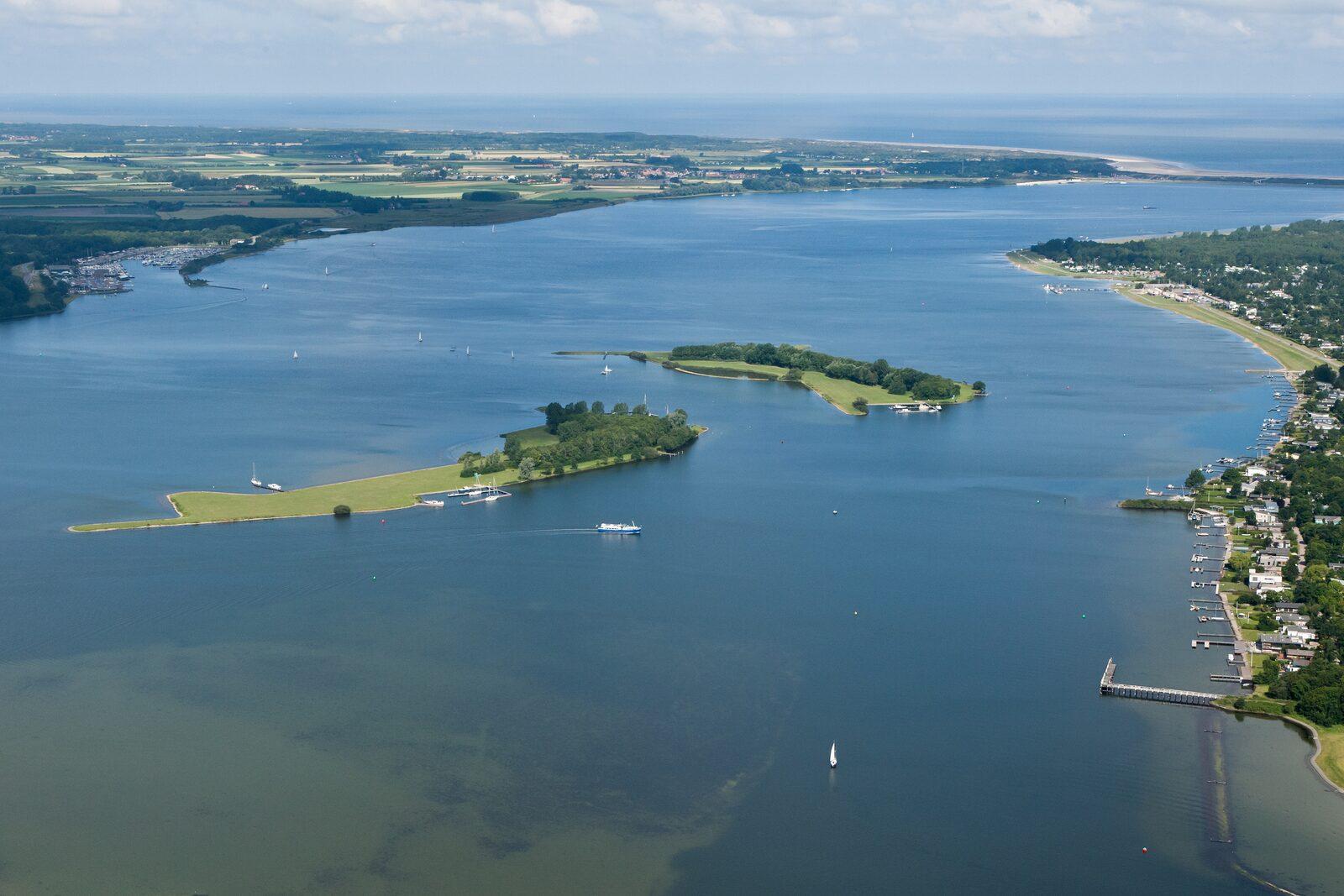 Holiday homes Ruiterplaat Vakanties in Zeeland on Veerse meer
