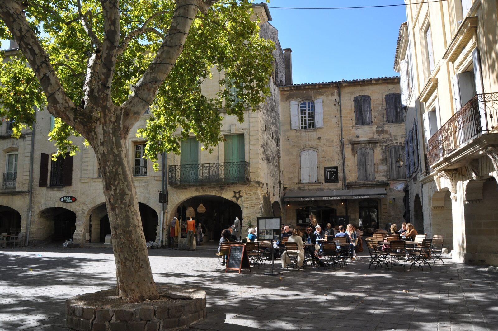 Tijdens de vakantie in Zuid-Frankrijk mag een bezoek aan Uzes niet ontbreken