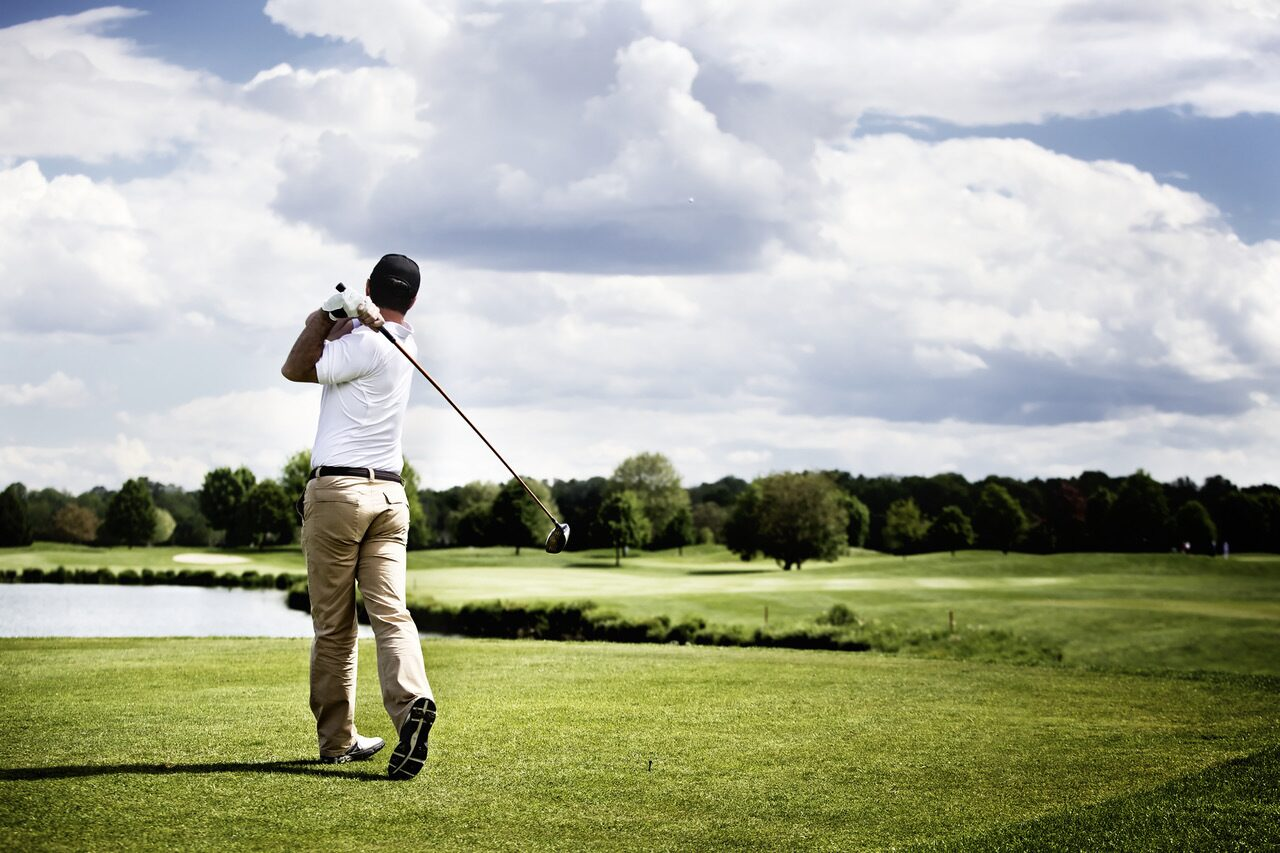Golf courses in the immediate vicinity