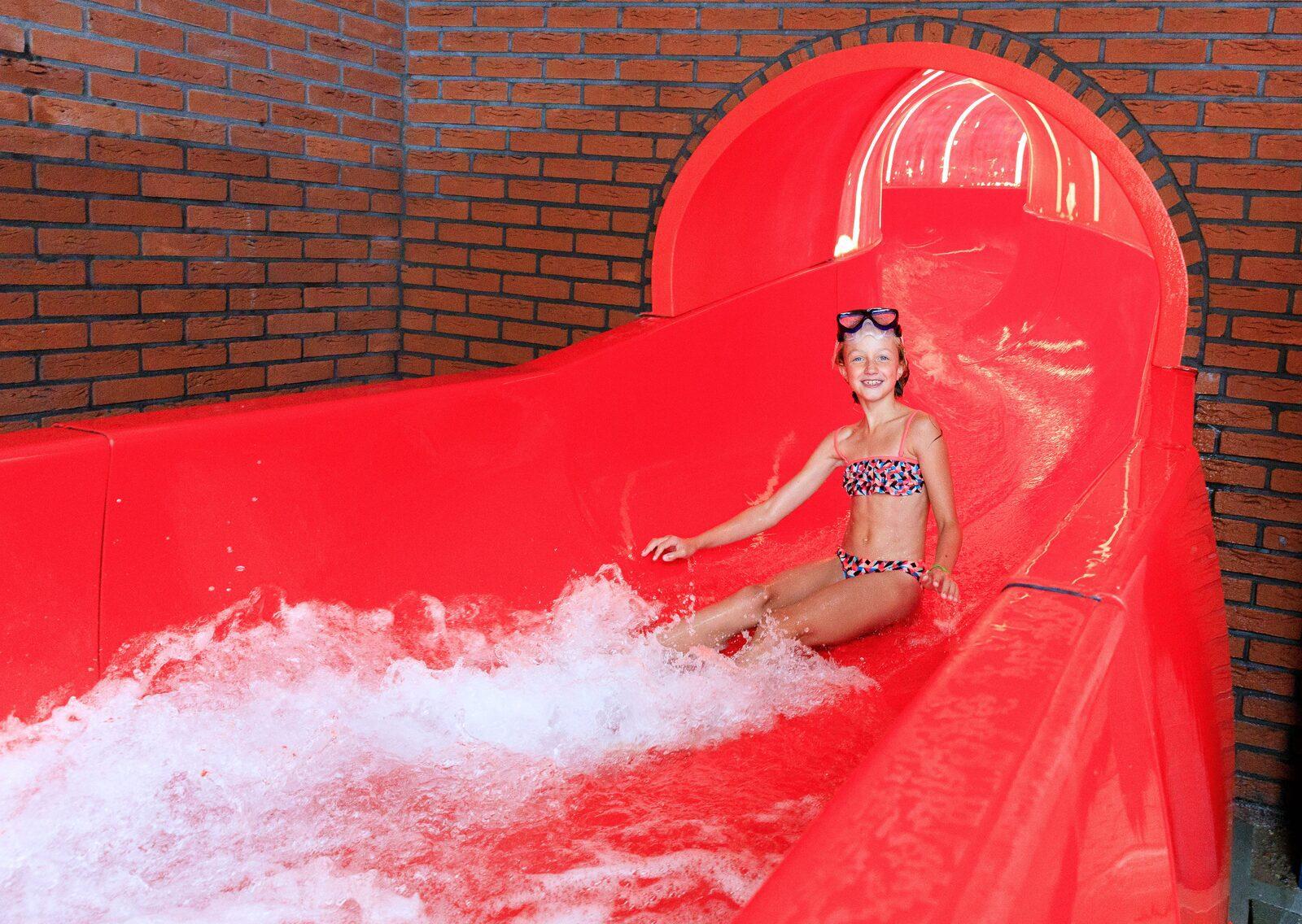 Glijbaan overdekt zwembad