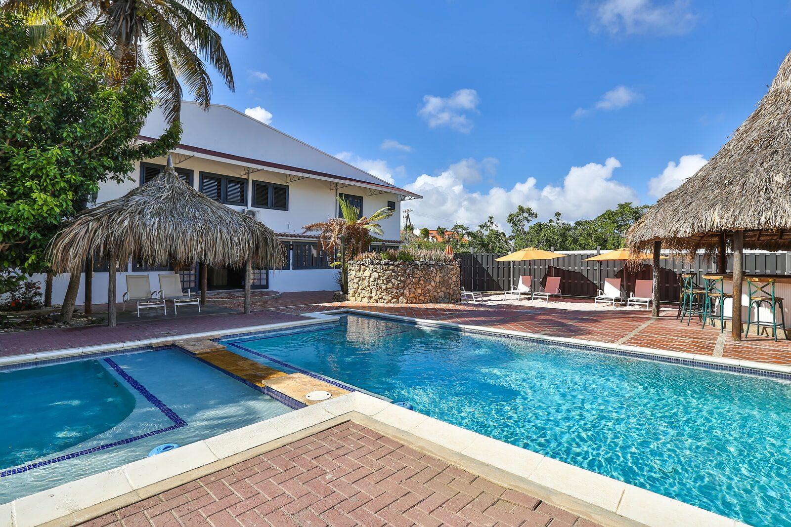 Hotel Bonaire swimming pool