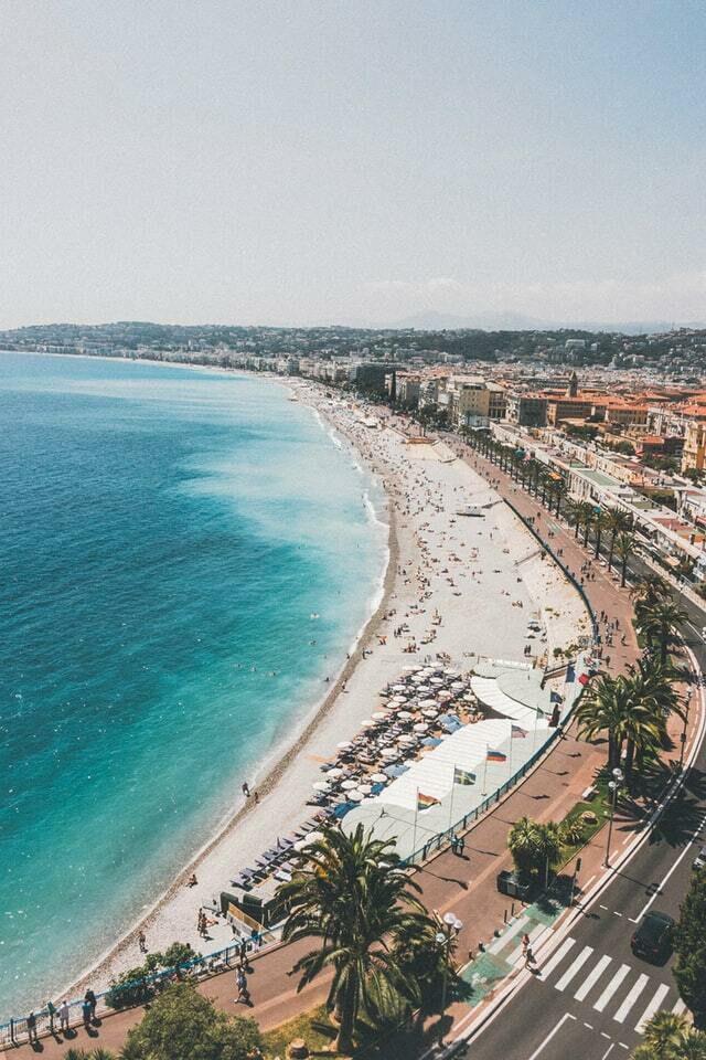 Plage de Nice sur la Côte d'Azur