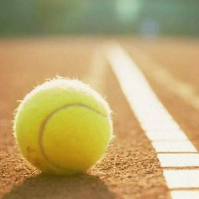 Ganzjahres-Tennisplatz