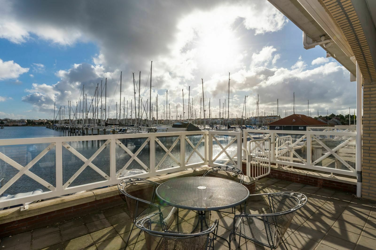 Uitzicht over de haven van Port Zelande Marina